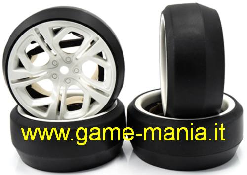 Set gomme DRIFT su cerchi BIANCHI a 5 razze moderne offset +3mm by Yeah R.